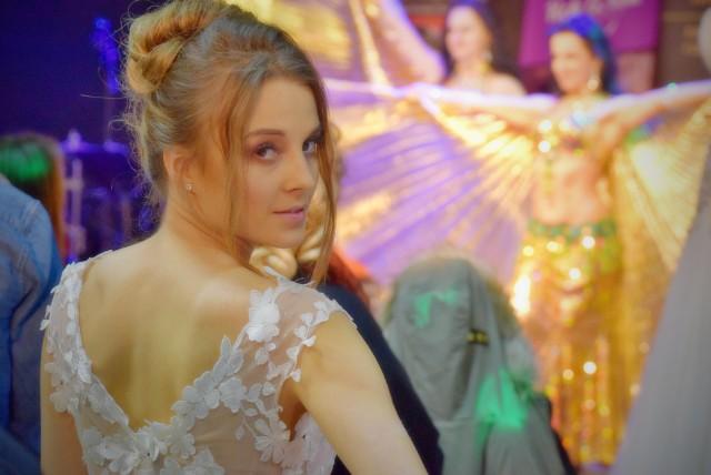 Jak co roku w grudniu, w białostockich spodkach odbyły się Podlaskie Targi Ślubne.  Swoje oferty przestawiały firmy cateringowe, sklepy z sukniami ślubnymi i inni wystawcy, którzy oferują usługi przy organizacji ślubu i wesela.