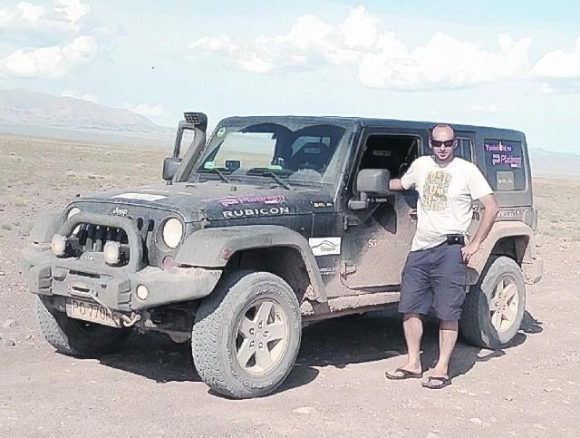 Grzegorz Simon jest podróżnikiem i zwykłym, skromnym facetem. Od lat jego pasją są samochody z napędem 4x4