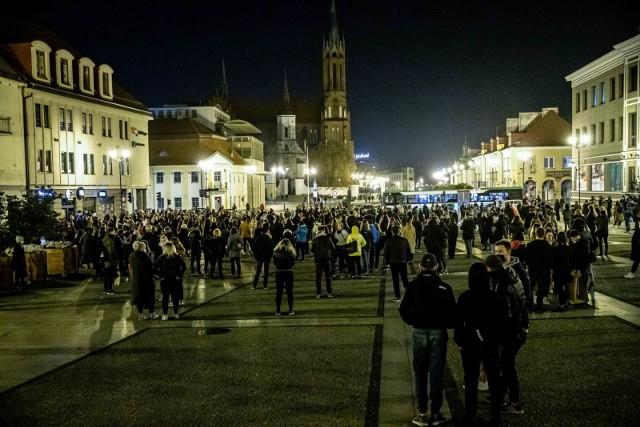 27-10-2020 Białystok. Strajk kobiet-czarny spacer ulicami centrum