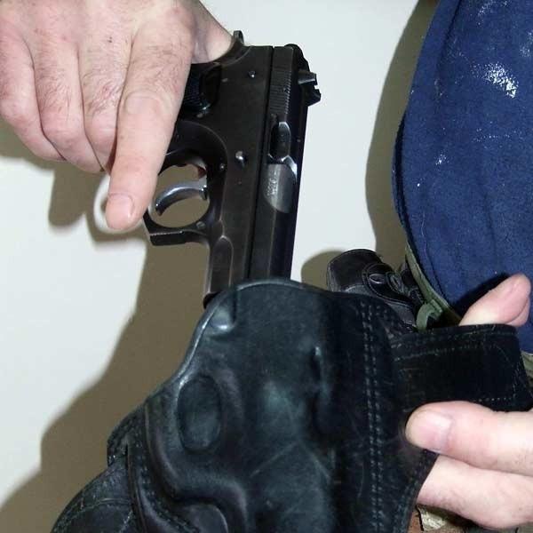 Skradziona policjantom broń może się znaleźć w rękach przestępców
