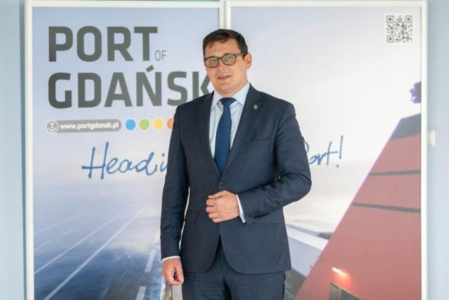 Wytrwale i zgodnie z planem realizujemy największy w historii gdańskiego portu program inwestycyjny – mówi prezes Portu Gdańsk Łukasz Greinke