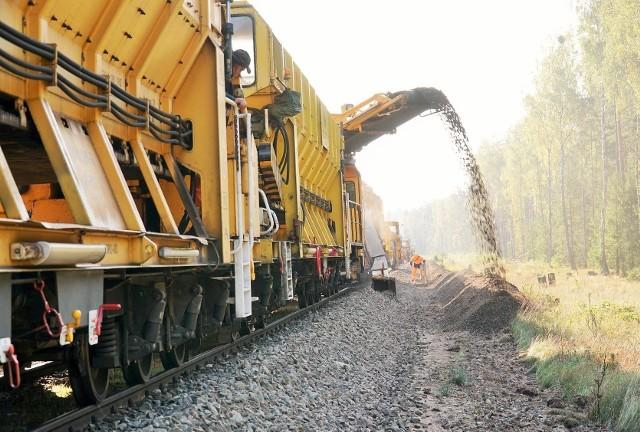 Na linii z Białegostoku do Sokółki i Suwałk roboty za ok. 2,5 mln zł będą wykonywane m.in. przez specjalne kolejowe maszyny.