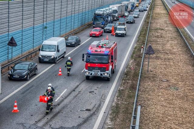 Wypadek na A2 pod Łowiczem. Zderzenie 4 samochodów