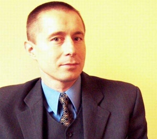 Roman Siemiński jest bezpartyjny. Pochodzi z Cybinki i mieszka na terenie tej gminy.