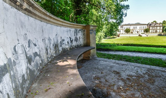 Park i otoczenie pałacu w Ostromecku nie jest sprzątane - alarmują Czytelnicy.