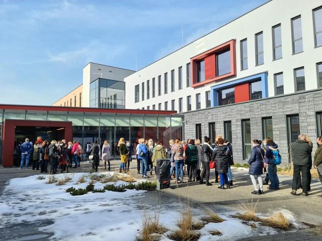 W lutym w Toruniu trwały szczepienia nauczycieli. Mówi się, że dziś 90 procent z nich jest zaszczepionych.