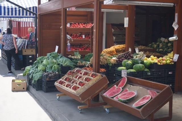 Stragany pełne warzyw i owoców - rynek przy ul. Armii Krajowej - asortyment i ceny - oglądaj na kolejnych slajdach >>>