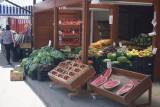 Boom na truskawki i nowalijki - CENY z osiedlowych straganów i sklepików
