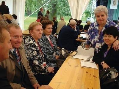 Grupa z rocznika 1972-77, od lewej: Ryszard Leśniak, Marek Kubisztal, Janina Adamczyk-Mazdan, Halina Marczyńska, Maria Bębenek, Halina Setkowicz-Sroka FOT. EWA TYRPA