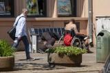 Miasto zlikwidowało ławeczki solarne w Bydgoszczy, które były okupowane przez bezdomnych