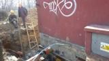 Wieżowiec w Katowicach niebezpiecznie przechylony [ZDJĘCIA] Ludzie musieli opuścić mieszkania