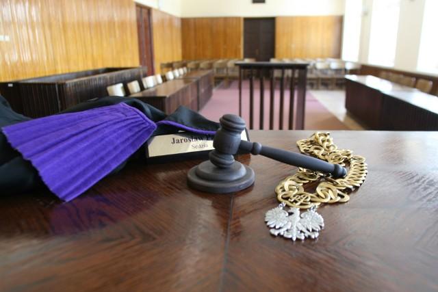 Oskarżony o rasistowski atak przed sądem w Łodzi