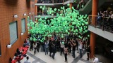 Tysiąc balonów spadło na głowy studentów [zdjęcia] Szczęśliwcy wygrali nagrody