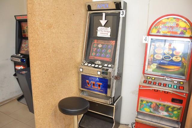 W niewielkim pomieszczeniu znajdowały się cztery nielegalne automaty do gier hazardowych.