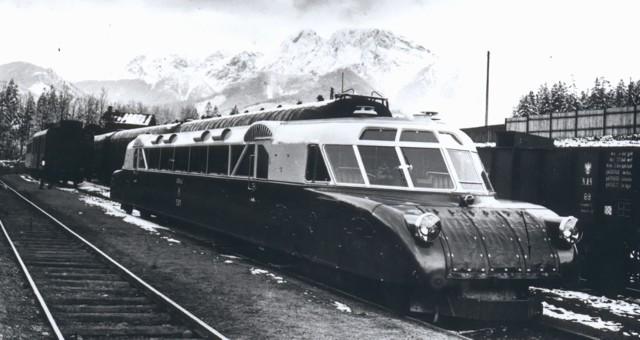 Przed II wojną światową ten spalinowy wagon o aerodynamicznym kształcie był prawdziwym gigantem polskich kolei. Luxtorpeda osiągała prędkość 115 km. na godz. Właśnie pojawiła się cyfrowa rekonstrukcja pokazująca, jak mógł wyglądać przejazd legendarnego szynobusu. CZYTAJ DALEJ >>>