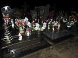 Małkinia. W wigilię na cmenatrzu zapłonęły znicze. Świąteczne ozdoby na małkińskim cmentarzu