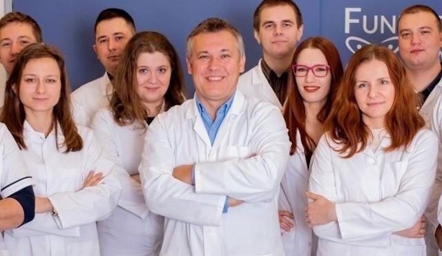 Naukowcy z Polski jako pierwsi na świecie opracowali bioniczną trzustkę, która może pomóc milionom pacjentów cierpiących na cukrzycę.