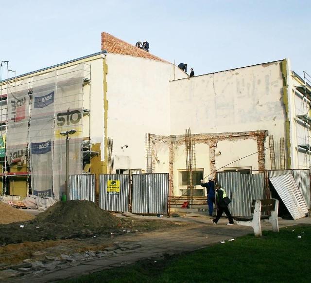 Za niecałe trzy tygodnie otwarcie prymasowskiego instytutu, a tu... ciągle plac budowy