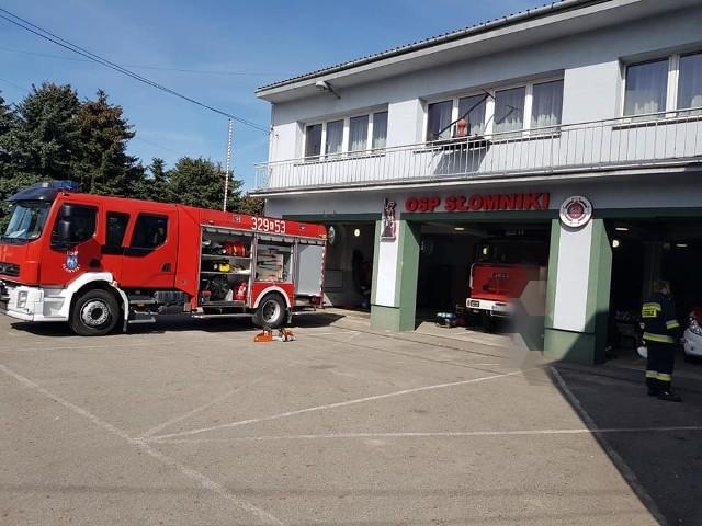 Strażacy ze Słomnik włączyli się w akcję zbiórki wody dla oddziałów covidowych w szpitalach w Miechowie i Słomnikach