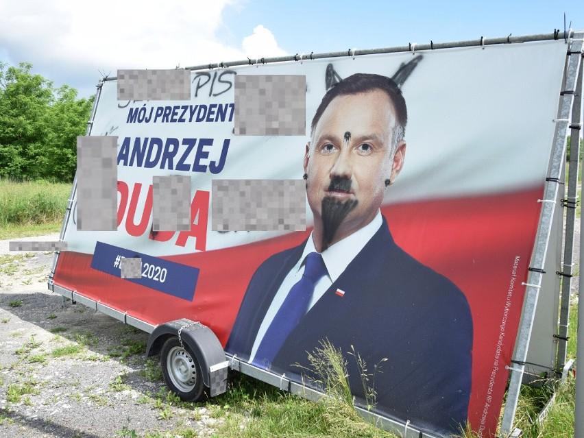 Ktoś zniszczył w Przemyślu dwustronny baner Andrzeja Dudy, który ustawiony jest przy ul. Rodziny Bystrzyckich, tuż przy wjeździe na drogę obwodową.