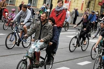 Krakowscy rowerzyści uważają, że po Nowej Hucie jeździ się całkiem nieźle. Problemem jest podróż rowerem do centrum Fot. Andrzej Banaś
