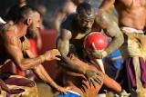 Brutalne połączenie piłki nożnej z rugby i MMA. We Florencji odbył się turniej calcio storico