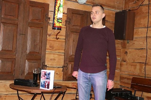 Tomasz Mrozek spotkał się z czytelnikami w Pubie Warownia. Organizatorem spotkania była Fundacja Splot Pamięci.