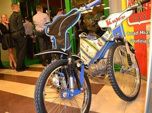 Oto jeden z dwóch prezentowanych na imprezie motocykli, przeznaczonych dla szkółki żużlowej GTŻ.