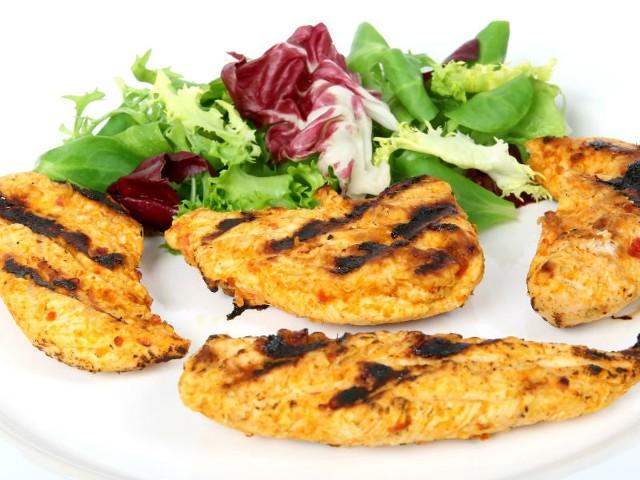 - Mięso dzięki wcześniejszemu zamarynowaniu jest soczyste, miękkie oraz smaczne – dodaje nasza Czytelniczka.
