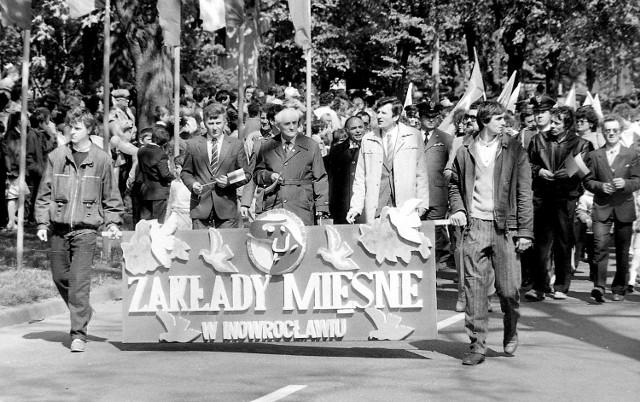 Tak wyglądały pochody pierwszomajowe w czasach PRL-u w Inowrocławiu