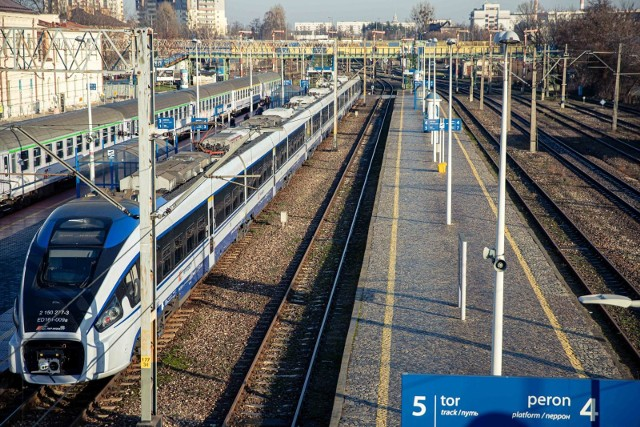 Sanepid w Piotrkowie poszukuje pasażerów pociągu z Wrocławia do Białegostoku. Jeden z podróżnych jest zakażony koronawirusem