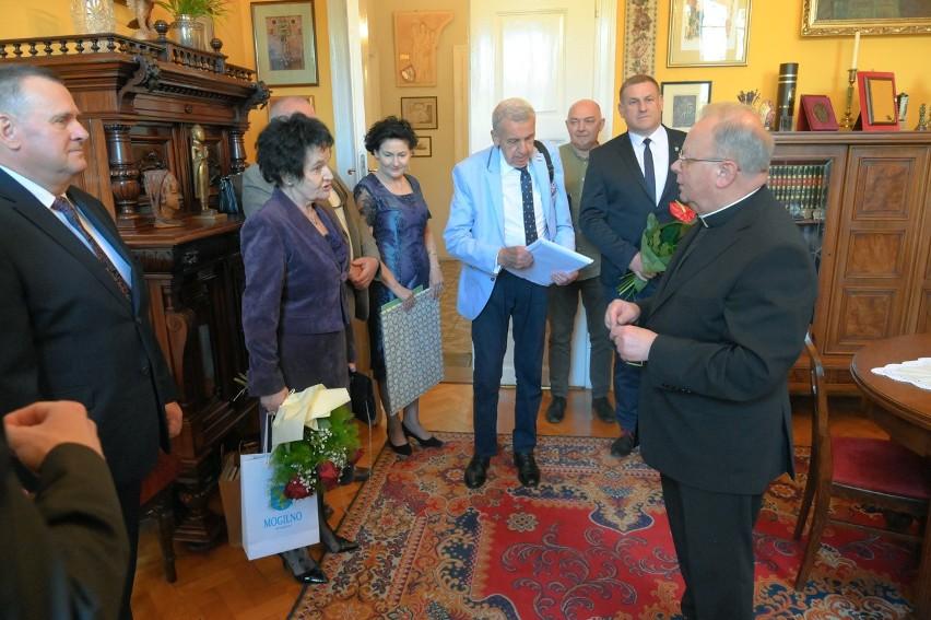 75 urodziny i 50-lecie kapłaństwa ks. Jana Kasprowicza. Mogilnianie pamiętali o jubilacie. Serdecznie spotkanie w Gnieźnie [zdjęcia]