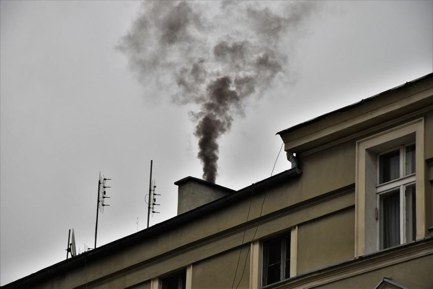 Smog w Opolu. Radni zalecają prezydentowi miasta poszerzenie systemu monitoringu jakości powietrza.