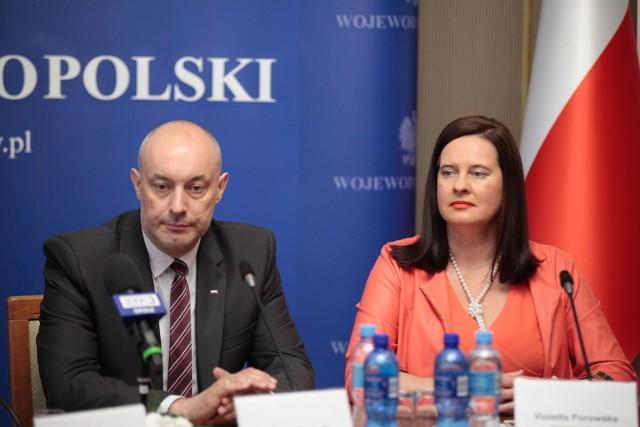 Postępowaniem prezesa Tomalika zbulwersowani są Adrian Czubak, wojewoda opolski, i jego zastępca Violetta Porowska, która uczestniczyła w czwartkowym posiedzeniu. W związku z czwartkowym incydentem zwołali konferencję prasową.