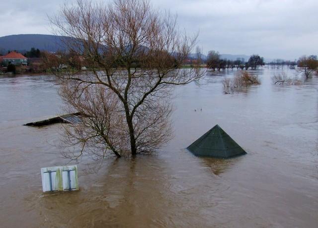 Ryzyko wystąpienia powodzi wzrasta. Opracowywane są specjalne mapy zagrożenia powodzią, które powinny być uwzględniane np. przy planowaniu przestrzennym.
