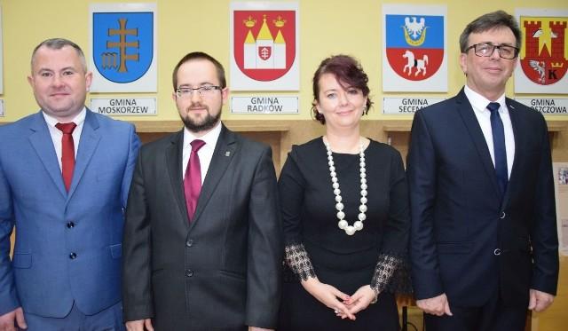 Nowy Zarząd Powiatu Włoszczowskiego kadencji 2018-2023: (od lewej) Łukasz Karpiński, Rafał Pacanowski, Małgorzata Gusta i Dariusz Czechowski.