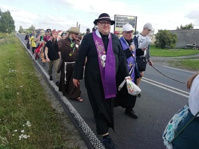 Biskup Józef Szamocki wraz z wiernymi z powiatu brodnickiego i nowomiejskiego
