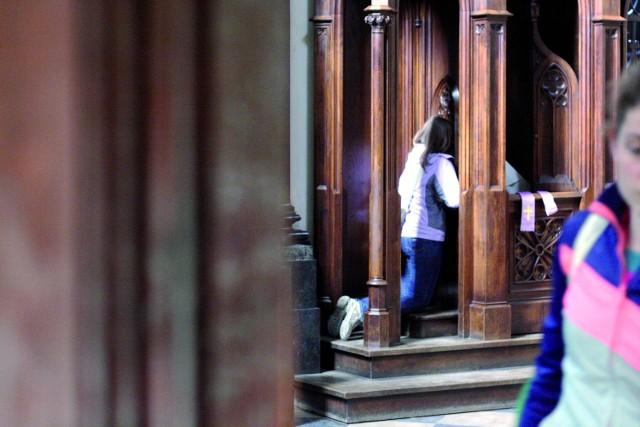 Kapłani zgodnie podkreślają, że dobra spowiedź wymaga zadumy,  skupienia i ciszy