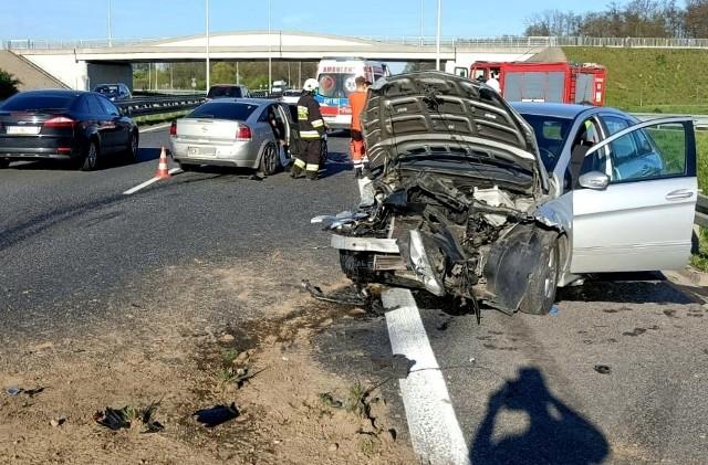 Mercedes zajechał drogę oplowi podczas zmiany pasa ruchu