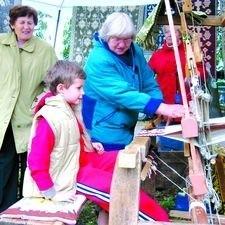 Jednym z towarów eksportowych Podlasia są dywany dwuosnowowe, przygotowywane przez tkaczki z Janowa i  okolic. Tkaczek nie zabrakło na promującym Podlasie Jarmarku Piaseczyńskim.