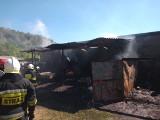 Pożar wiaty w Sławniowie. Jedna osoba została ranna