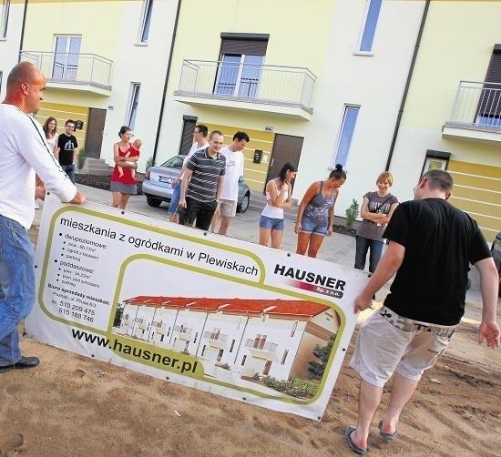 Mieszkania przy Fabianowskiej , to jedna z ostatnich inwestycji Hausnera.  Klienci dewelopera protestowali tam latem