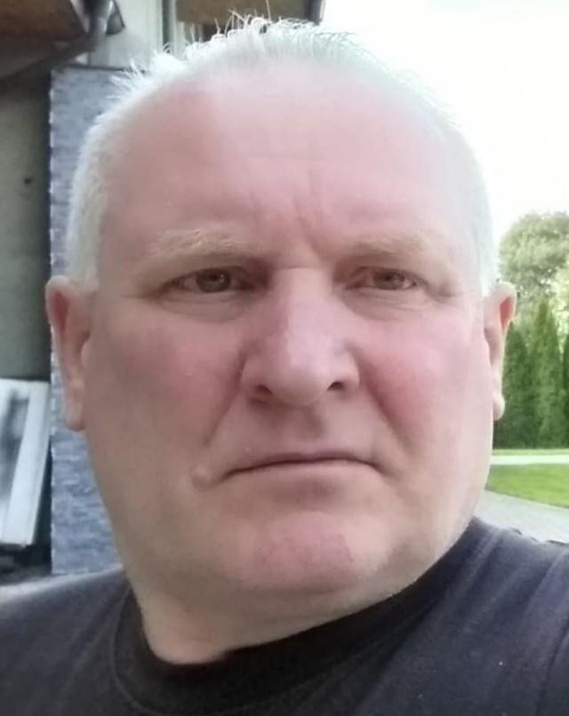 Częstochowscy policjanci na podstawie polecenia wydanego przez Prokuraturę Rejonową w Myszkowie poszukują Jacka Jaworka, 52-letniego mieszkańca Częstochowy, podejrzanego o zabójstwo trzech osób.Zobacz kolejne zdjęcia. Przesuwaj zdjęcia w prawo - naciśnij strzałkę lub przycisk NASTĘPNE
