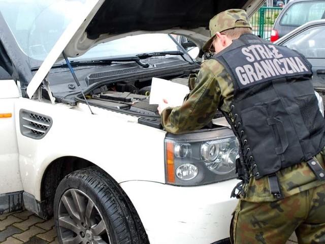 Trzyletniego range rovera strażnicy wycenili na około 170 tys. zł