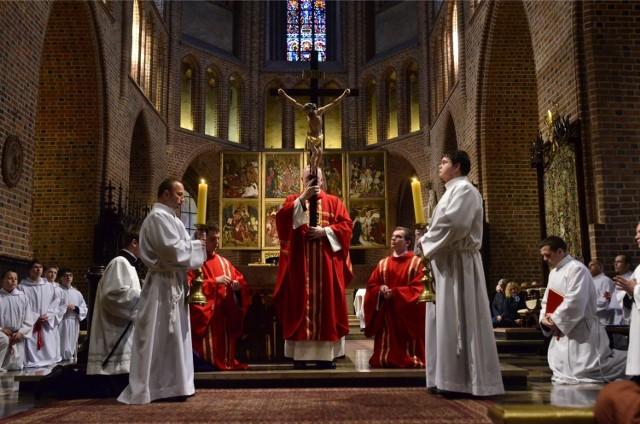 Wielkanoc 2016 w Poznaniu: Msze święte, spowiedź i święcenie pokarmów w katedrze