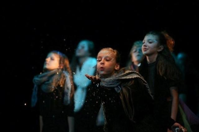 Fundacja Wspierania Kultury i Sztuki Teatr Narwal zaprasza na ulicę Wesołą
