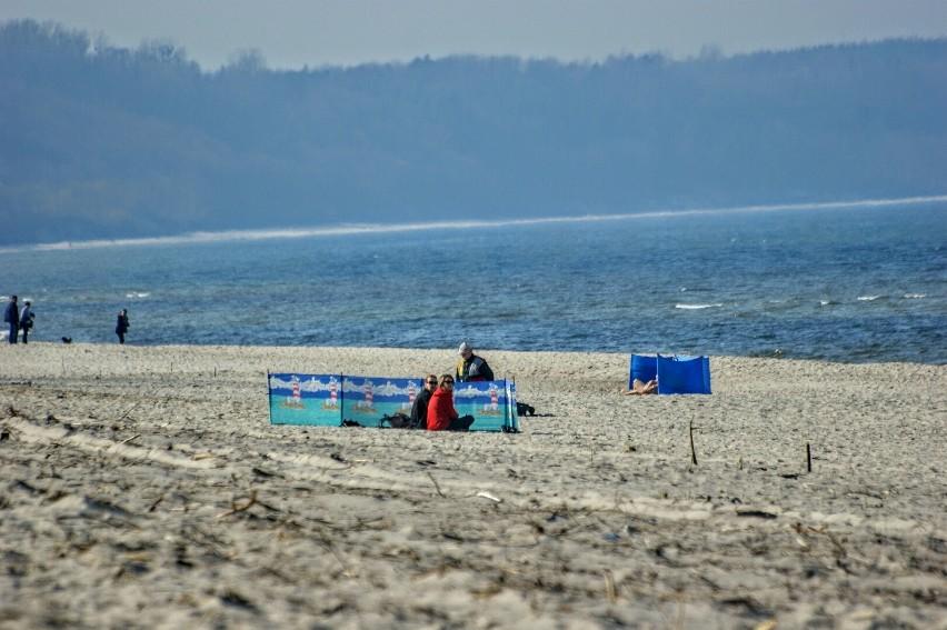 Foto powiat pucki: wiosenny parawaning na plaży we...
