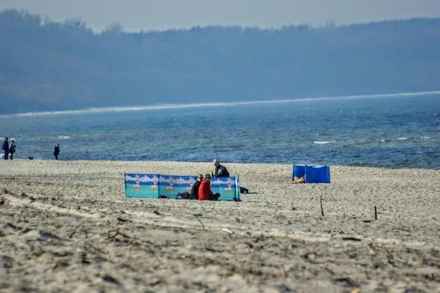 Foto powiat pucki: wiosenny parawaning na plaży we Władysławowie