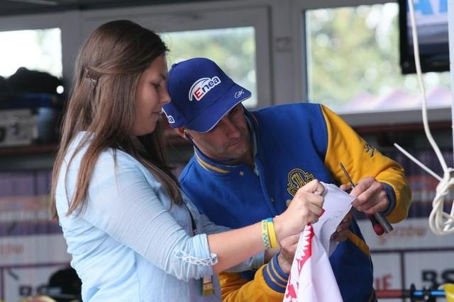 Były kapitan Stali Tomasz Gollob miał w Gorzowie spore grono sympatyków. Po pięciu latach spędzonych nad Wartą mistrz świata z 2010 roku przeniósł się w zimie do Unibaksu Toruń, naszego niedzielnego rywala.