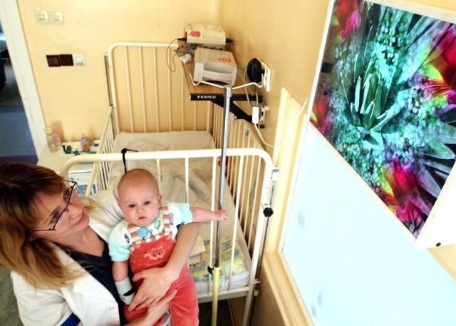Kolorowe lightboxy wykonane przez Magdalenę Franczak są już na oddziale pediatrycznym szpitala przy ul. Obrońców Wybrzeża. Podobne instalacje znajdą się na świetlnej ścianie w nowym szpitalu.